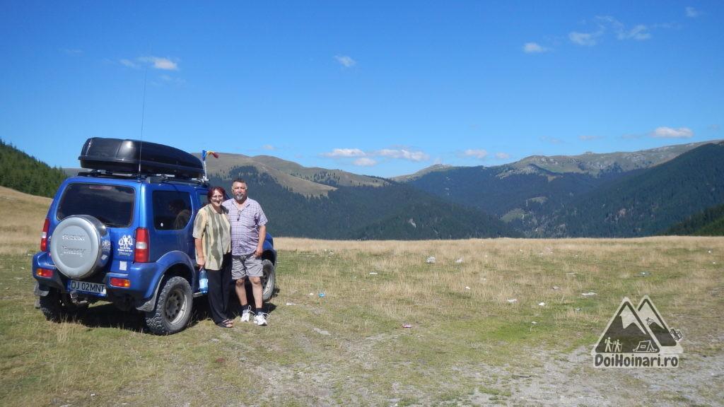 Vedere din Curmătura Oltețului către Munții Latoriței