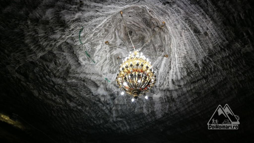 Salina Ocnele Mari - candelabrul bisericii