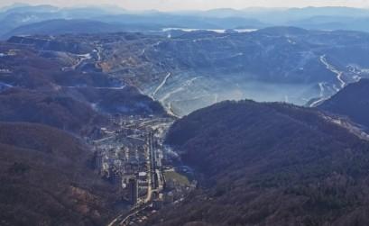 Orașul Majdanpek și mina, văzute de pe vf. Starica